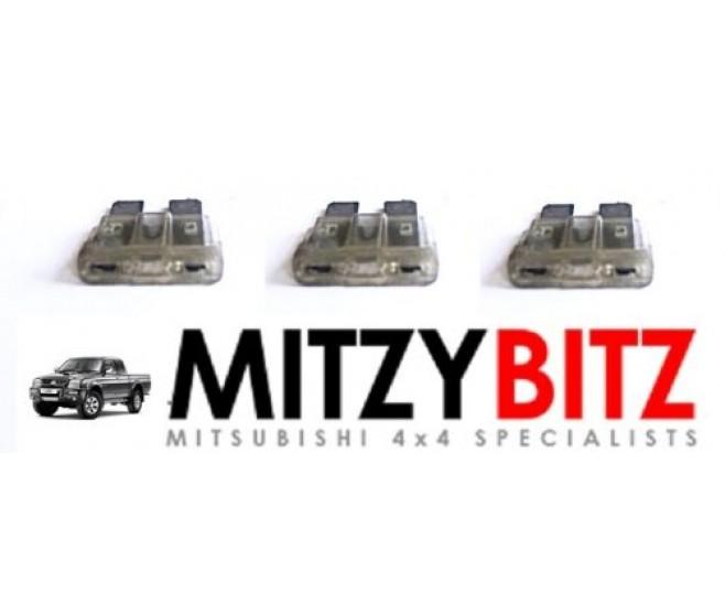 3 X 25A AMP BLADE TYPE FUSES FOR A MITSUBISHI PAJERO/MONTERO - V24W