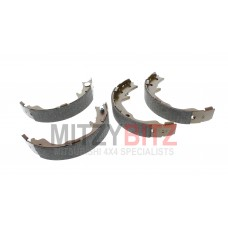 HANDBRAKE PARKING BRAKE SHOE SET